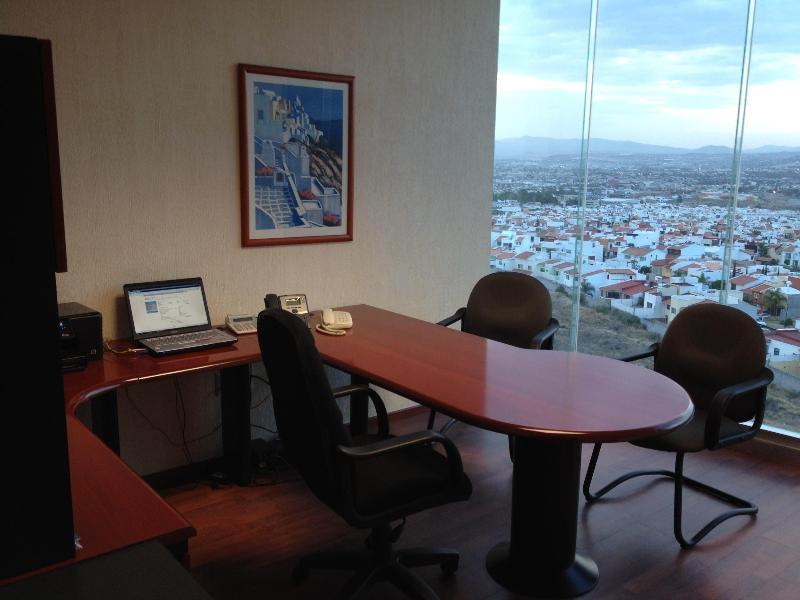 Oficinas amuebladas corporativo lomas for Internet para oficinas